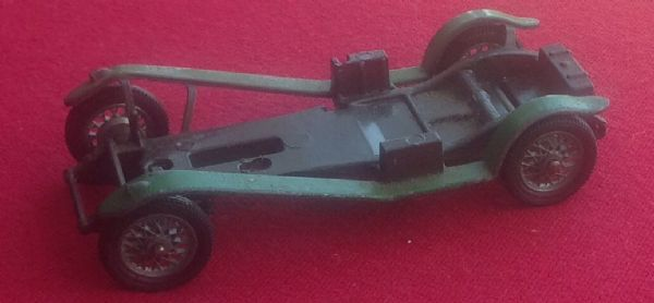 Corgi Toys 9004 - Original - World of Wooster 1927 Bentley ( Chassis with wheels and tyres )